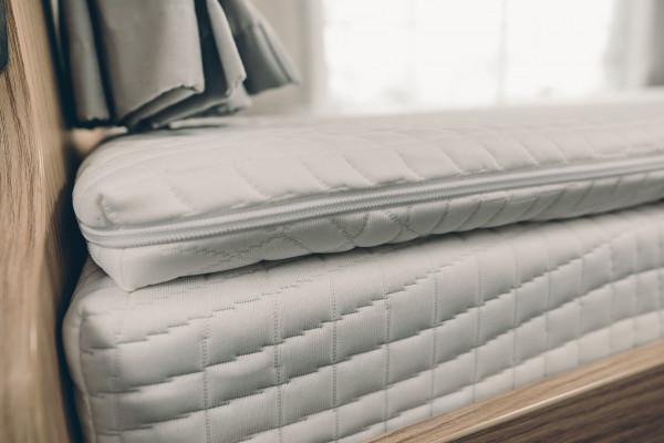 Matratzentopper für Zusatzpolster oben